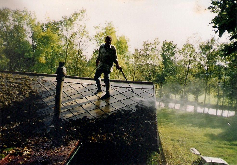opravy krovů, opravy střech, opravy okapů, čištění střech, čištění střech, nátěry střech, střešní krytiny, pokládka střešních krytin,