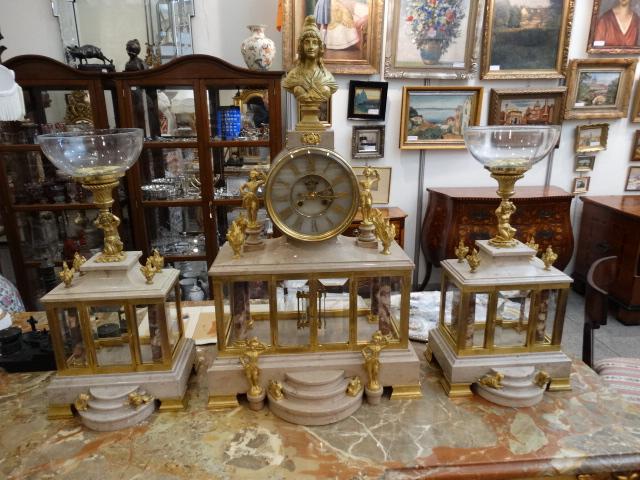 Prodej starožitných hodin -krbove-hodiny-s-vazami