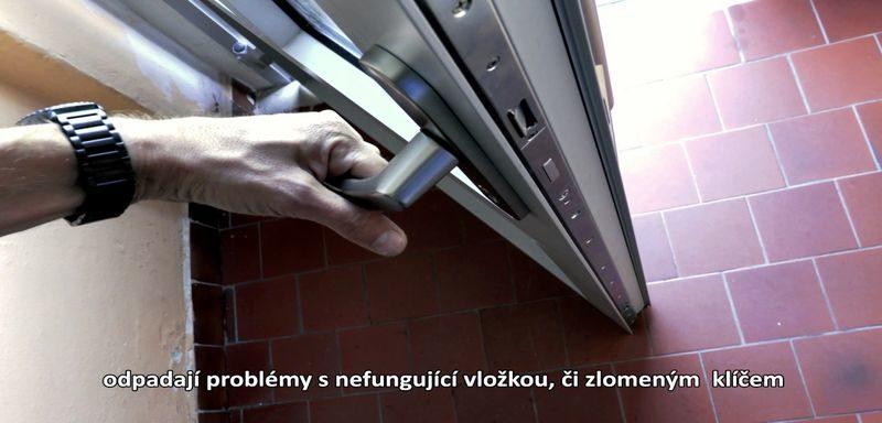 Samozamykací zámek – elektromechanický systém